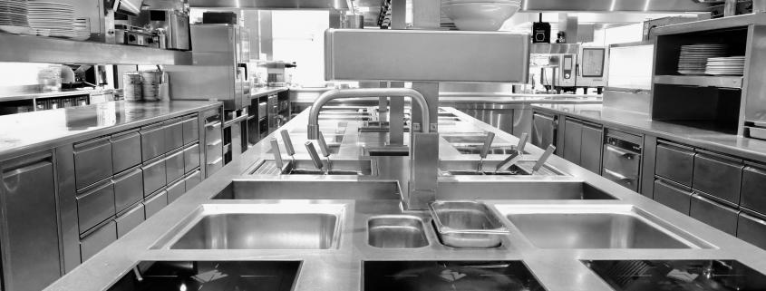 Bakker Vakkeuken_Van der Valk Assen_mooie horeca keuken in grijs wit